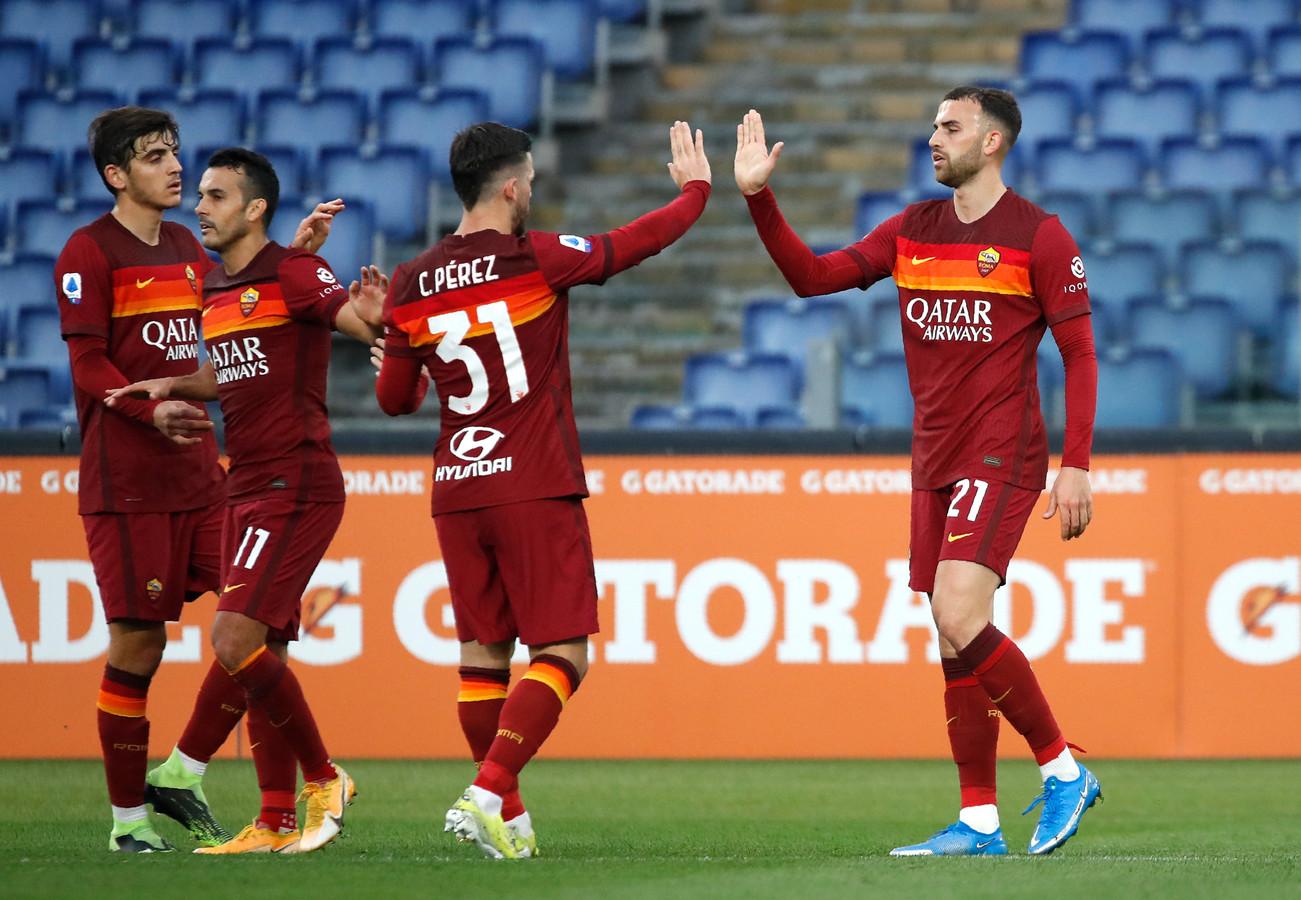 Borja Mayoral (rechts) wordt gefeliciteerd na zijn goal in de 44ste minuut.