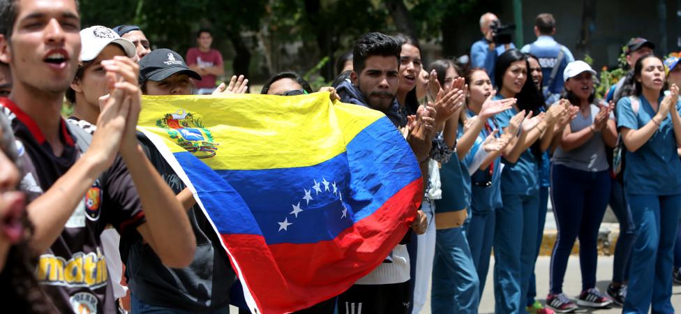 Venezolaanse president Maduro blijft volhouden: Ik zit stevig in het zadel