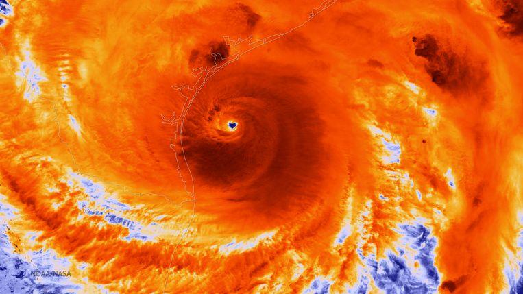 Een infrarode illustratie van een satellietbeeld van orkaan Harvey. Beeld getty