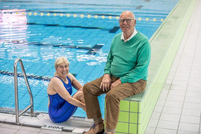 SWOL 1894 bestaat 125 jaar, zaterdag 21 september is het grote feest. Bea Swijnenberg (70) en Jochem van Zanten (83) zijn al respectievelijk 55 en 75 jaar lid, en nog altijd wekelijks actief in het water.