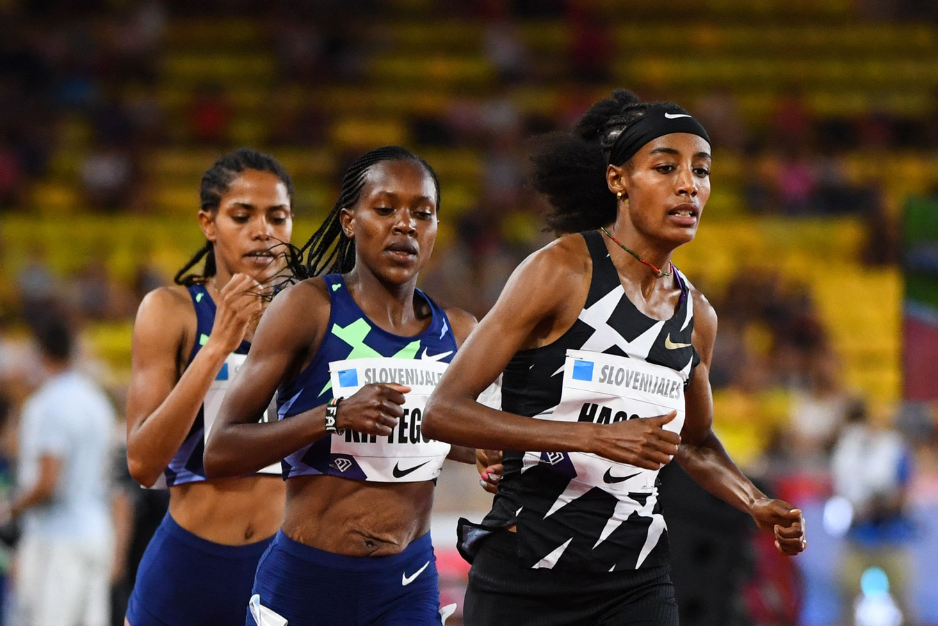 Sifan Hassan, Faith Kipyegon en Freweyni Hailu (van rechts naar links).