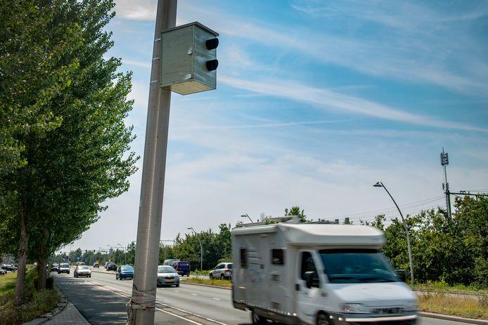 Deze namaak-flitser joeg bestuurders op de Lentse Mauritssingel twee weken lang schrik aan.