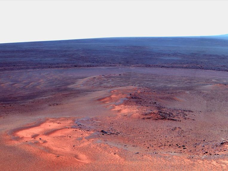 Deze foto maakte Marswagen Opportunity, de andere rover die het Marsoppervlak verkent, eerder dit jaar. Opportunity is acht jaar geleden geland en zijn makers zijn nog dagelijks verbaast over zijn ongekend lange levensduur. Beeld Nasa