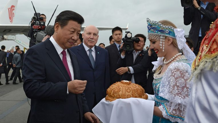 De Chinese president Xi Jinping arriveert in Oefa, Rusland, voor de oprichting van de Nieuwe Ontwikkelingsbank. Beeld epa