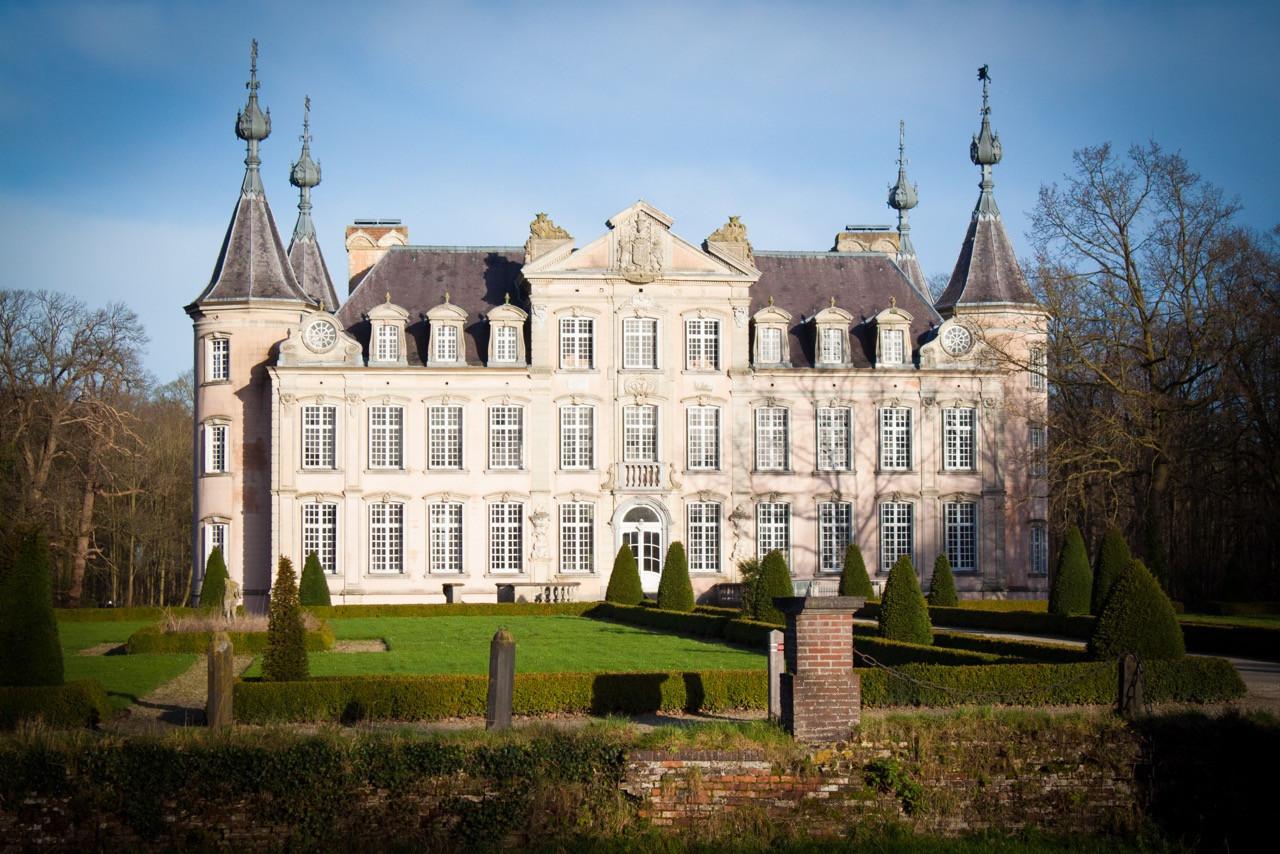 Het kasteel van Poeke staat centraal in de nieuwe editie van de fotozoektocht van de KWB.