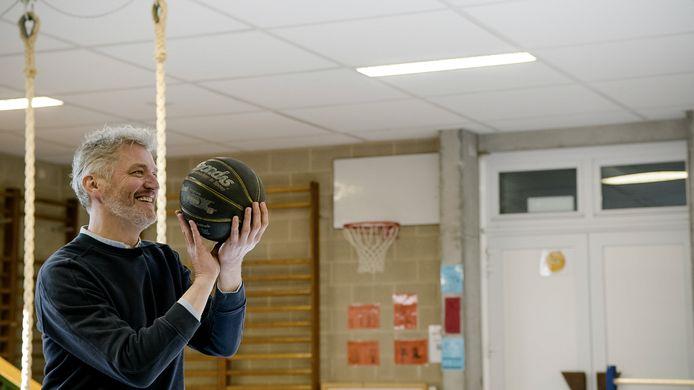 Kürt Rogiers keert vanavond terug naar zijn lagere school.