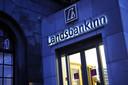 Octobre 2008, la faillite des trois grandes banques islandais (Kaupthing, Glitnir et Landsbanki) est proclamée. En cause: une politique d'endettement à risque et le gonflement de leur bilan. Pour prévenir l'effondrement du système bancaire, celles-ci furent nationalisées. Les créanciers étrangers pas remboursés.D'autres mesures furent prises. Quatre ans plus tard, elles portent leur fruit.