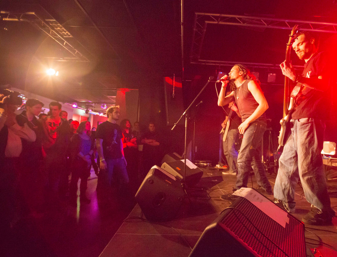 Jonge Zeeuwse poptalenten kunnen weer spelen in De Klomp terecht voor Spectra. Dit keer zonder publiek in Ovezande, maar wel via een livestream te zien.