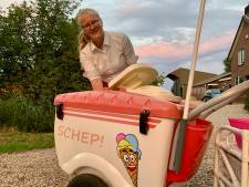 Carolien (17) verkocht een zomer lang ijs vanuit eigen kar langs de weg