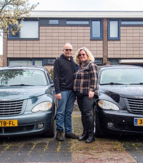 Verzamelaars Kees en Jacqueline zien hun acht Chryslers afbranden: 'Konden alleen maar toekijken'