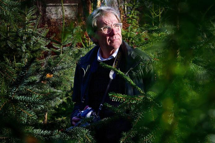 Henk de Graaf verkocht vorig jaar kerstbomen om aan inkomsten te komen. De tumor is zijn hoofd is niet weg, maar werd wel kleiner. Foto Pix4Profs/ Peter van Trijen