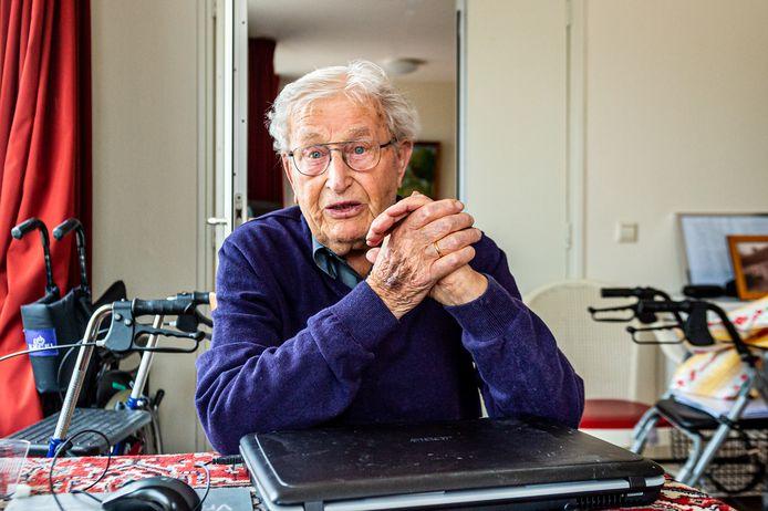 De nog steeds levenslustige 96-jarige Gert van Dijk uit Haastrecht werd als jongeman te werk gesteld als dwangarbeider in Nazi- Duitsland.