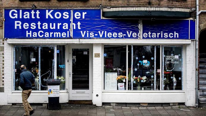 Het restaurant op de Amstelveenseweg begin december, toen een ruit werd ingeslagen.