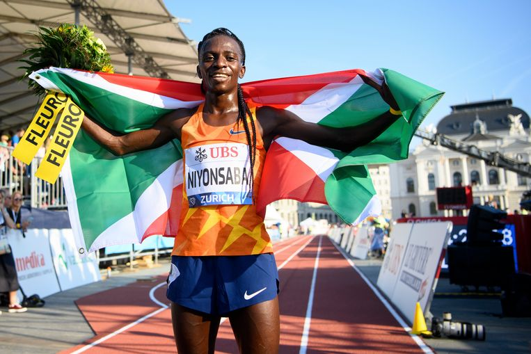 De Burundese Francine Niyonsaba won woensdag in Zürich de 5.000 meter. Beeld AP