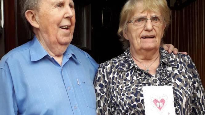 Jeannine Debulpaep (85) en Roger De Quanter (87) blazen 65 huwelijkskaarsjes uit