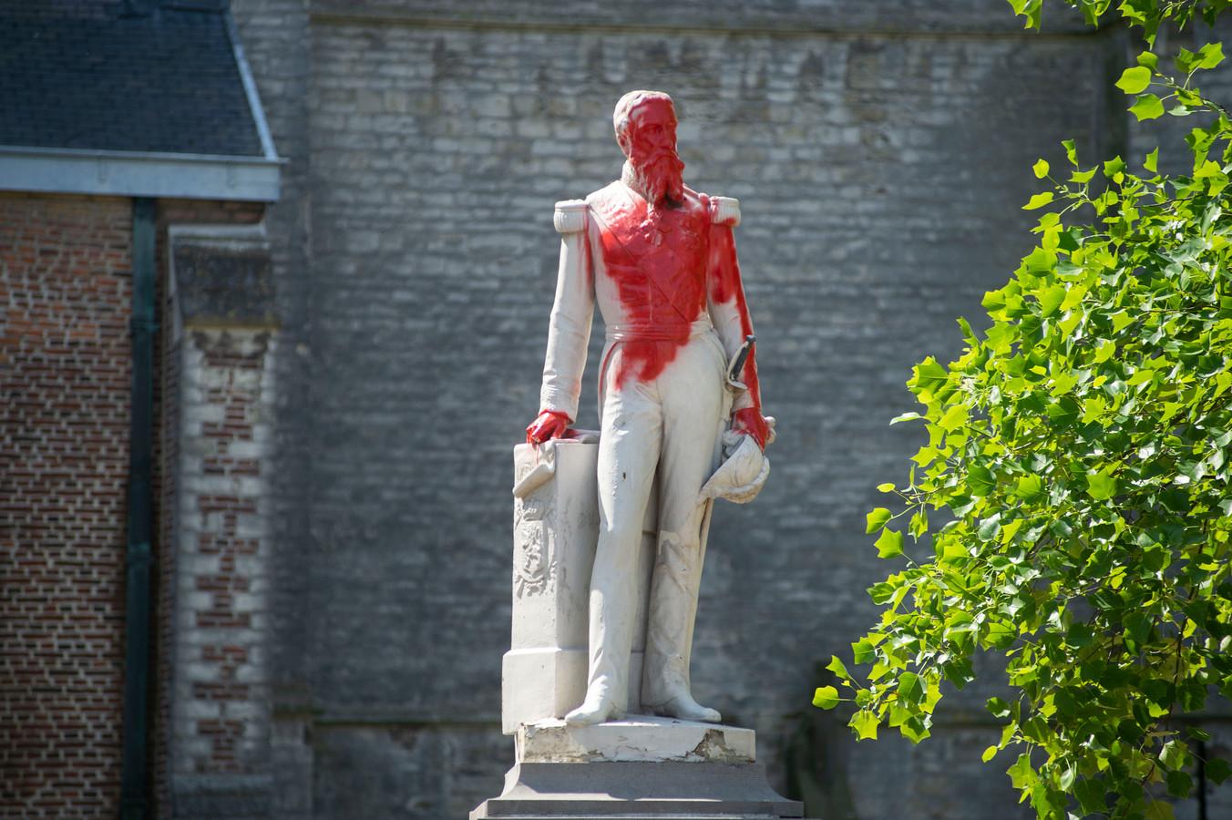 Ook in Ekeren werd het standbeeld beklad.