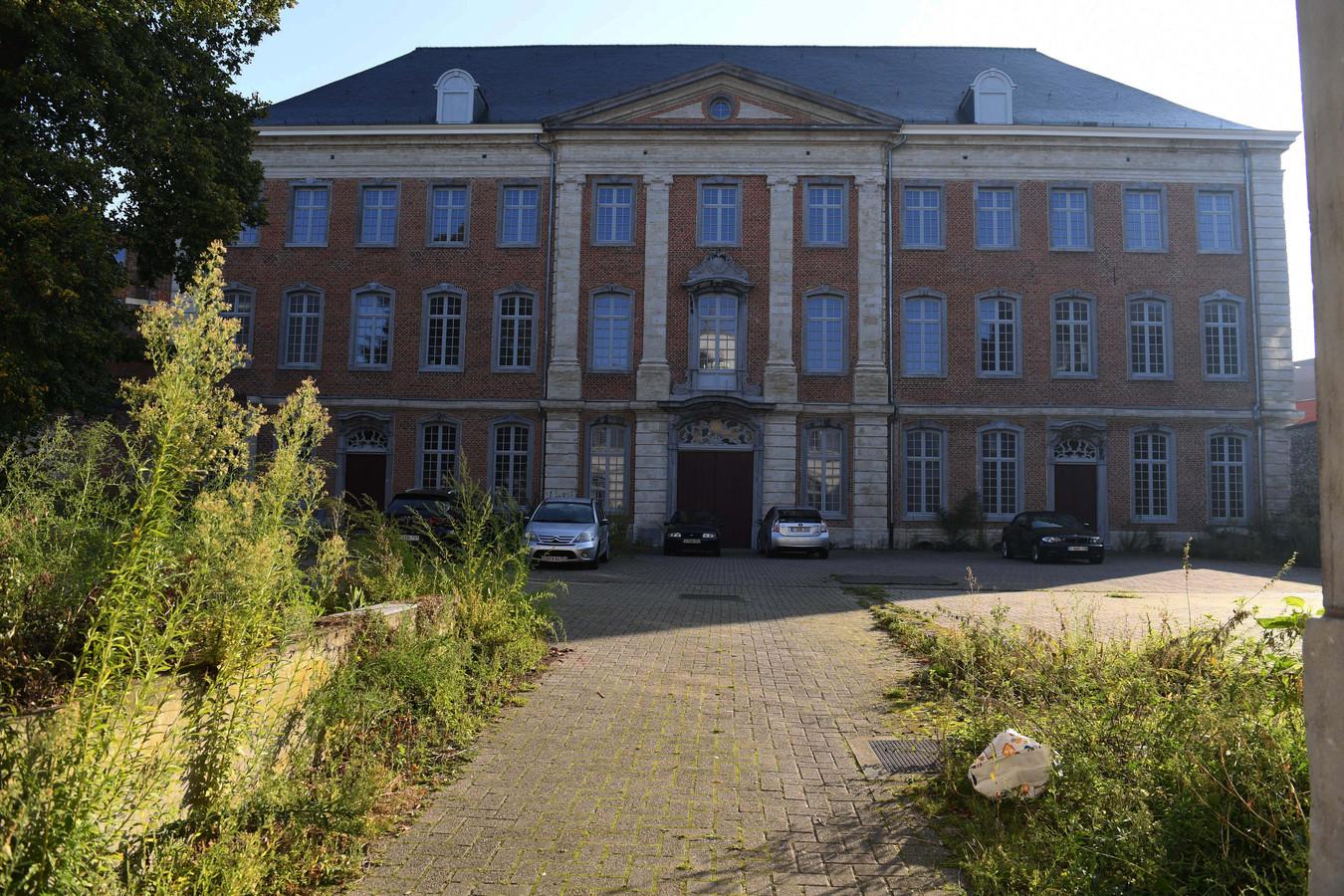 Het Luxemburgcollege in de Vaartstraat in Leuven is een prachtig pand maar staat te verkommeren en kreunt onder de leegstand.