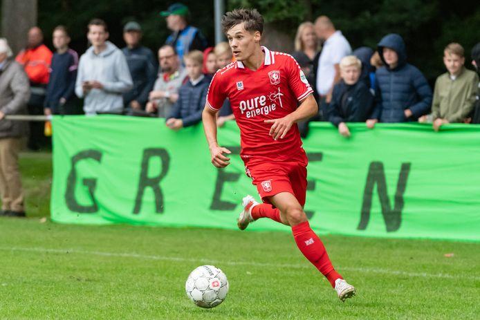 Thijs van Leeuwen moet minuten maken en ervaring opdoen, vindt Jan Streuer, technisch directeur van FC Twente.