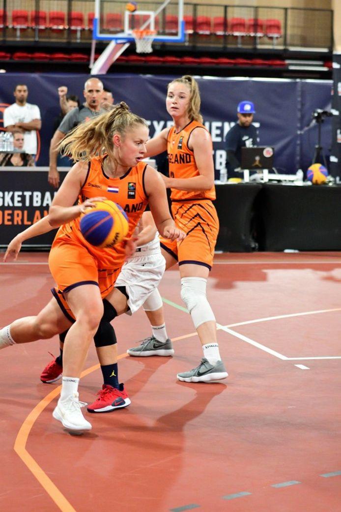 Laura Westerik in actie bij Oranje.