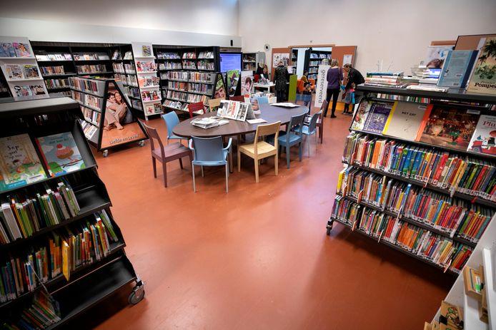 De bibliotheek is tijdelijk verhuisd naar de eerste verdieping van De Enck.