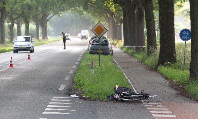 Aanrijding in Elburg waarbij een fietster ernstig gewond raakte.