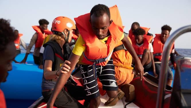 Tientallen migranten proberen van Griekenland naar Italië te varen