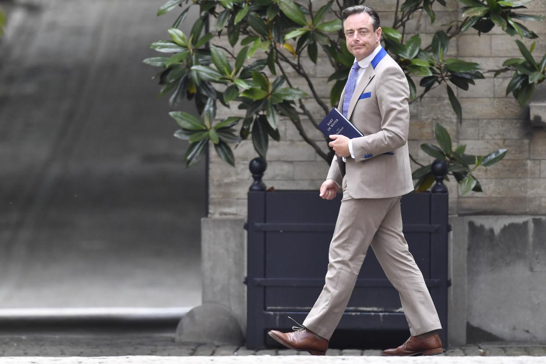 Bart De Wever bij zijn aankomst op het koninklijk paleis. De Wever wil wel praten met Vlaams Belang, maar een samenwerking lijkt uitgesloten.
