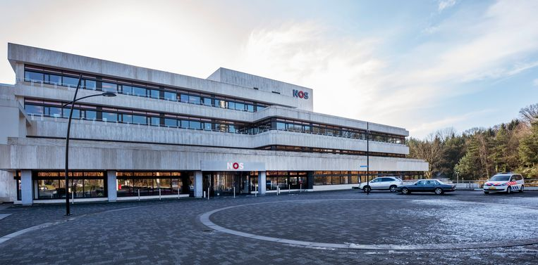 Het pand van de NOS op het Mediapark in Hilversum.  Beeld Raymond Rutting / de Volkskrant