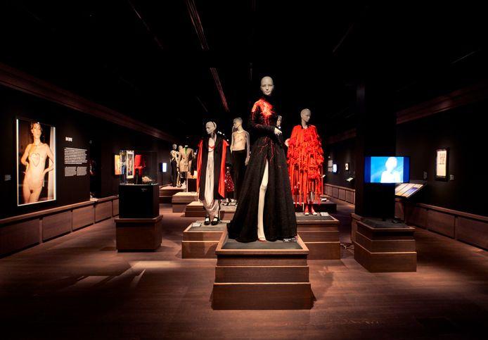 Het vernieuwde MoMu in Antwerpen biedt nu eindelijk genoeg ruimte voor een permanent overzicht van mode in België.