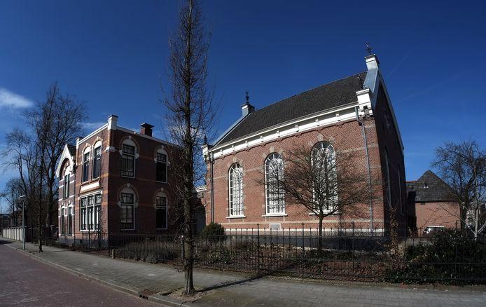 De synagoge in Winterswijk (rechts). Links de voormalige dienstwoning en de Joodse school.