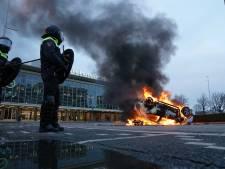ME voert charges uit in Eindhoven, Museumplein ontruimd met waterkanon