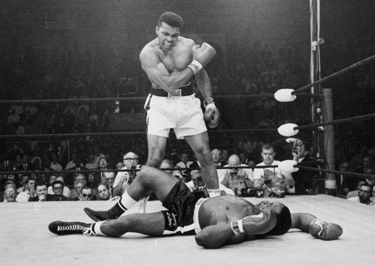 Muhammad Ali in gevecht met Sonny Liston, 1965. Beeld AP