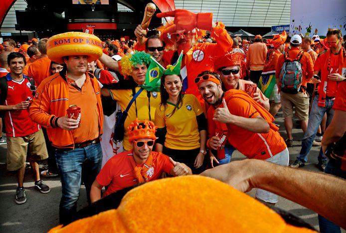 Oranjefans in Brazilië.