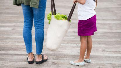 Geen zakjes meer: in Carrefour mag je met eigen potjes en doosjes aanschuiven