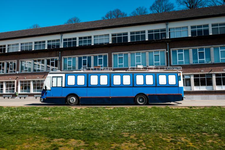 Met deze bus kunnen kinderen een reis rond de wereld maken in 35 minuten.