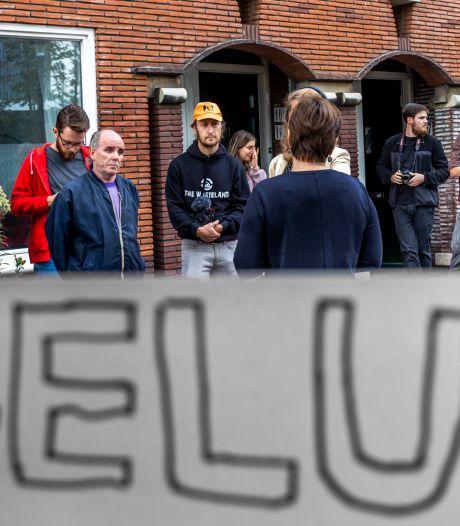 Bewoners Croeselaan doen geëmotioneerd beroep op Utrechtse politiek: 'Overheid wil ons thuis afnemen'