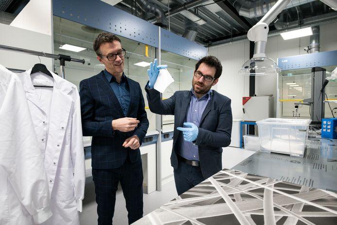 Bas Kerkwijk (links) en Gerard Cadafalch, directeuren van Eurekite, in het nieuwe laboratorium van het bedrijf.