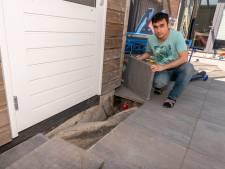 Oplossing voor jaar ellende met verzakkende tegels in Harderwijk: worteldoek, kwartiertje werk