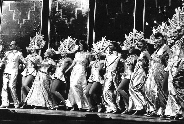 Scène uit 'Foxtrot' tijdens een try-out in Carré in 1977, met onder anderen Gerrie van der Klei en Willem Nijholt. Beeld Hollandse Hoogte /  ANP