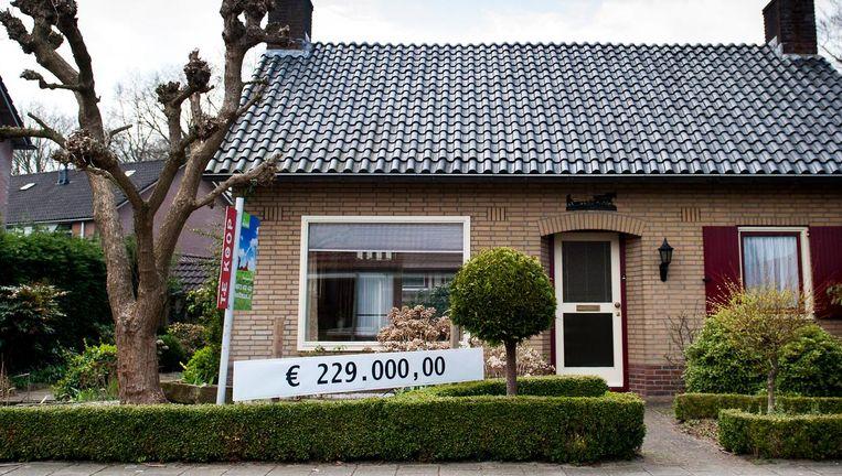 Actie uit 2013 in het Achterhoekse dorp Barchem om woningen aan de man te brengen. Huizenprijzen in de Achterhoek liggen nog altijd 7,5 procent lager dan in 2008. Beeld anp