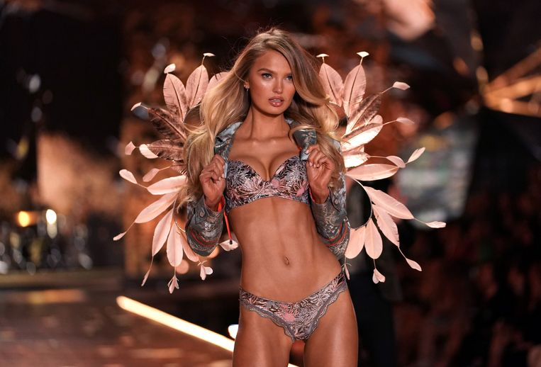 Romee Strijd bij de Victoria's Secret Fashion Show van 2018