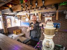 Thuiscafeetje in Ootmarsum: 'Het bouwen kostte twee jaar en 6000 bakstenen'