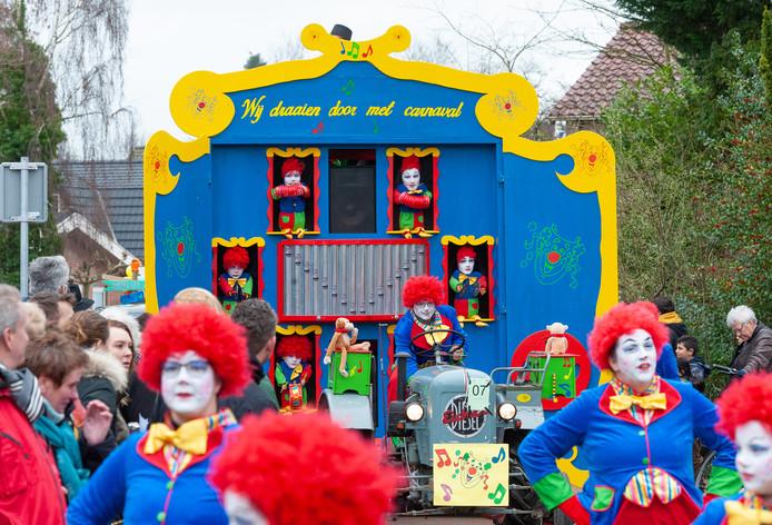 Het draaiorgel met bijpassende dansers won de wisselbeker in Vaassen. Dat betekende feest voor de mensen van speeltuin- en wijkvereniging De Kouwenaar.