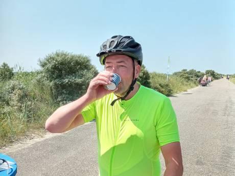Een bekertje vers appelsap in ruil voor een mening over fietsveiligheid: 'Bij zand op het fietspad is het uitkijken'