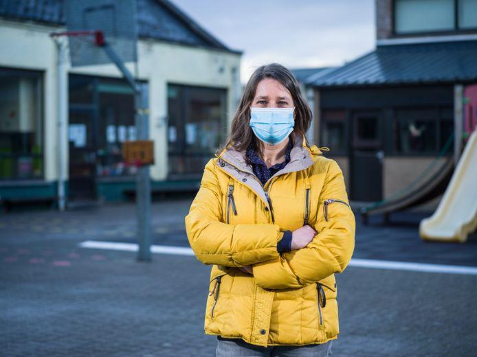Directeur Ann Muylaert van Basisschool 't Wimpelke is al sinds zondag bijna onafgebroken in de weer om alles geregeld te krijgen.