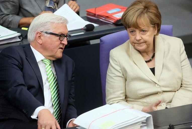 Bondskanselier Angela Merkel met de Duitse Minister van Buitenlandse Zaken Frank-Walter Steinmeier. Beeld EPA