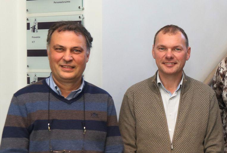 Schepen Dominique Cool (N-VA) en burgemeester Lieven Vanbelleghem (CD&V), hier nog broederlijk naast elkaar. Beeld Eric Flamand