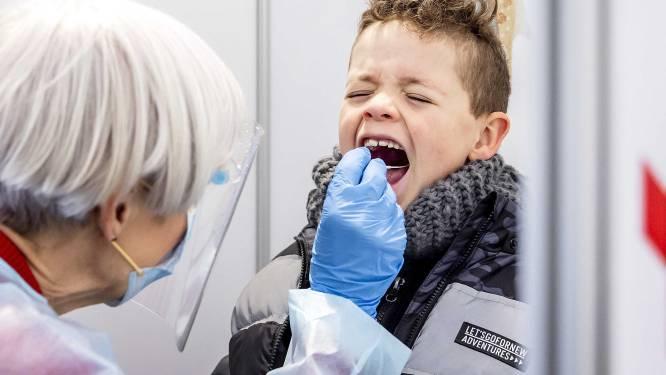 Jonge kinderen geven coronavirus steeds vaker door