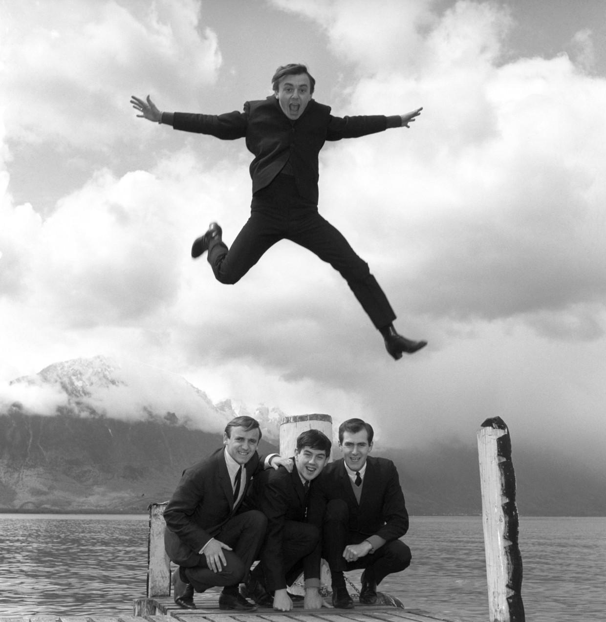 Gerry Marsden (boven) en zijn band, the Pacemakers. Beeld AP