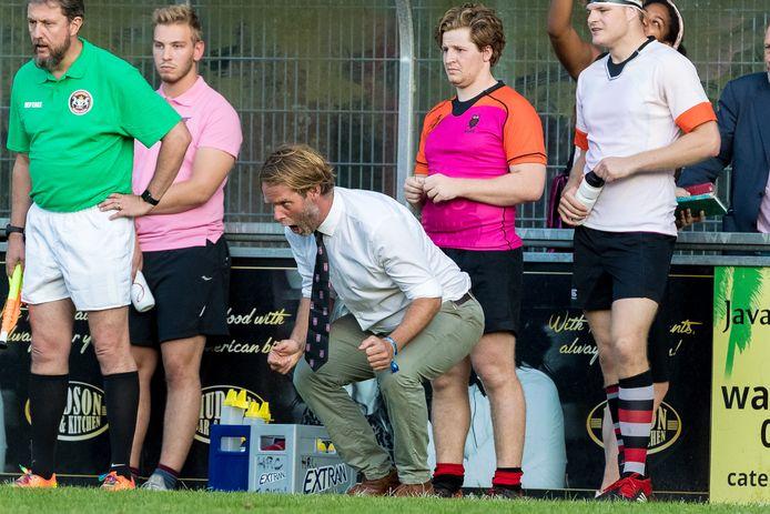 Barro Kessler (midden) uit zijn frustratie tijdens de wedstrijd